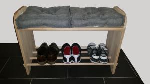 Garderoben-Sitzbank mit Schuhablage