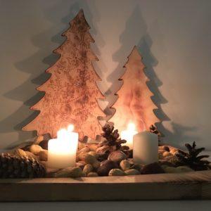 Adventkranz Tischdeko Weihnachten Teller mit Sternen und Dekobäumen aus Holz Buche quadratisch 340x340mm