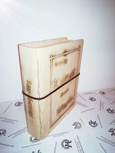 Buchcover Schatulle Geschenkbox mit Lederband aus Holz Buche