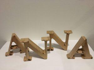 Dekobuchstabe Holzbuchstabe zum Aufstellen 15cm hoch aus Holz Buche