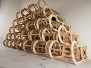 Weintragerl 2er für 2 Weinflaschen oder Spirituosen Design Schlitten aus Holz Buche
