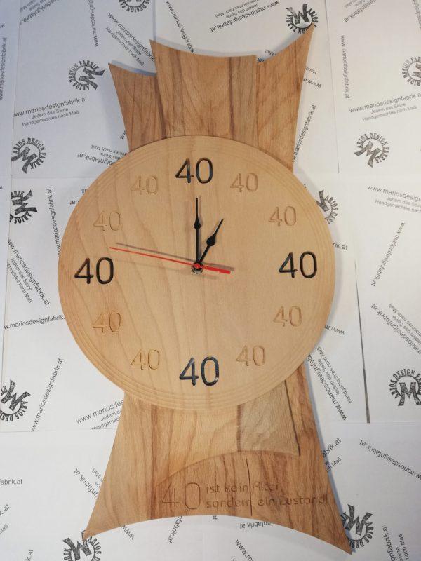 Wanduhr römische Zahlen mit Uhrwerk Motiv personalisiert aus Birke Multiplex