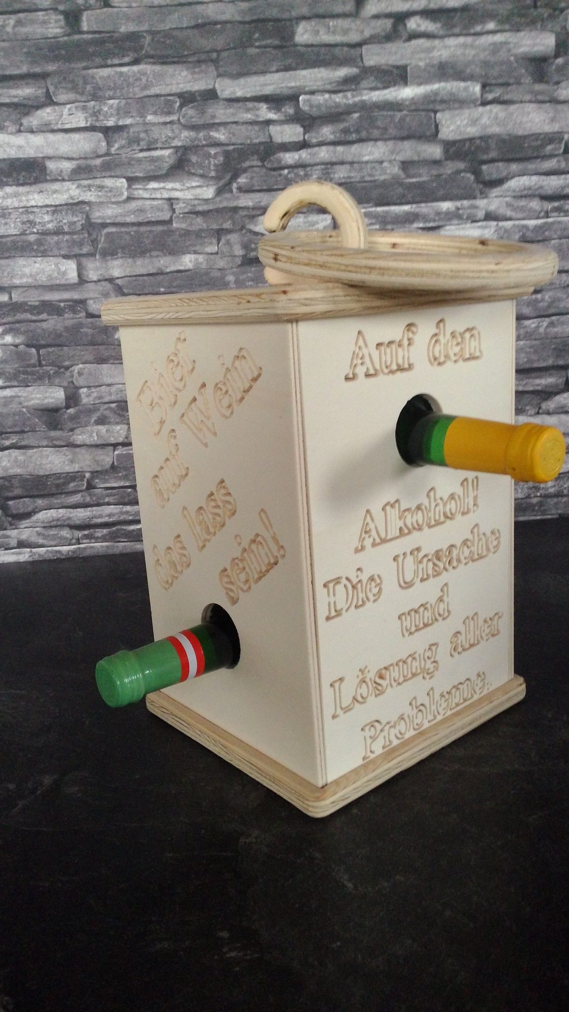 Laterne Deko Flaschenhalter für Weinflaschen Motiv Trinksprüche aus Holz Fichte mit LED-Kerze und Tragegriff