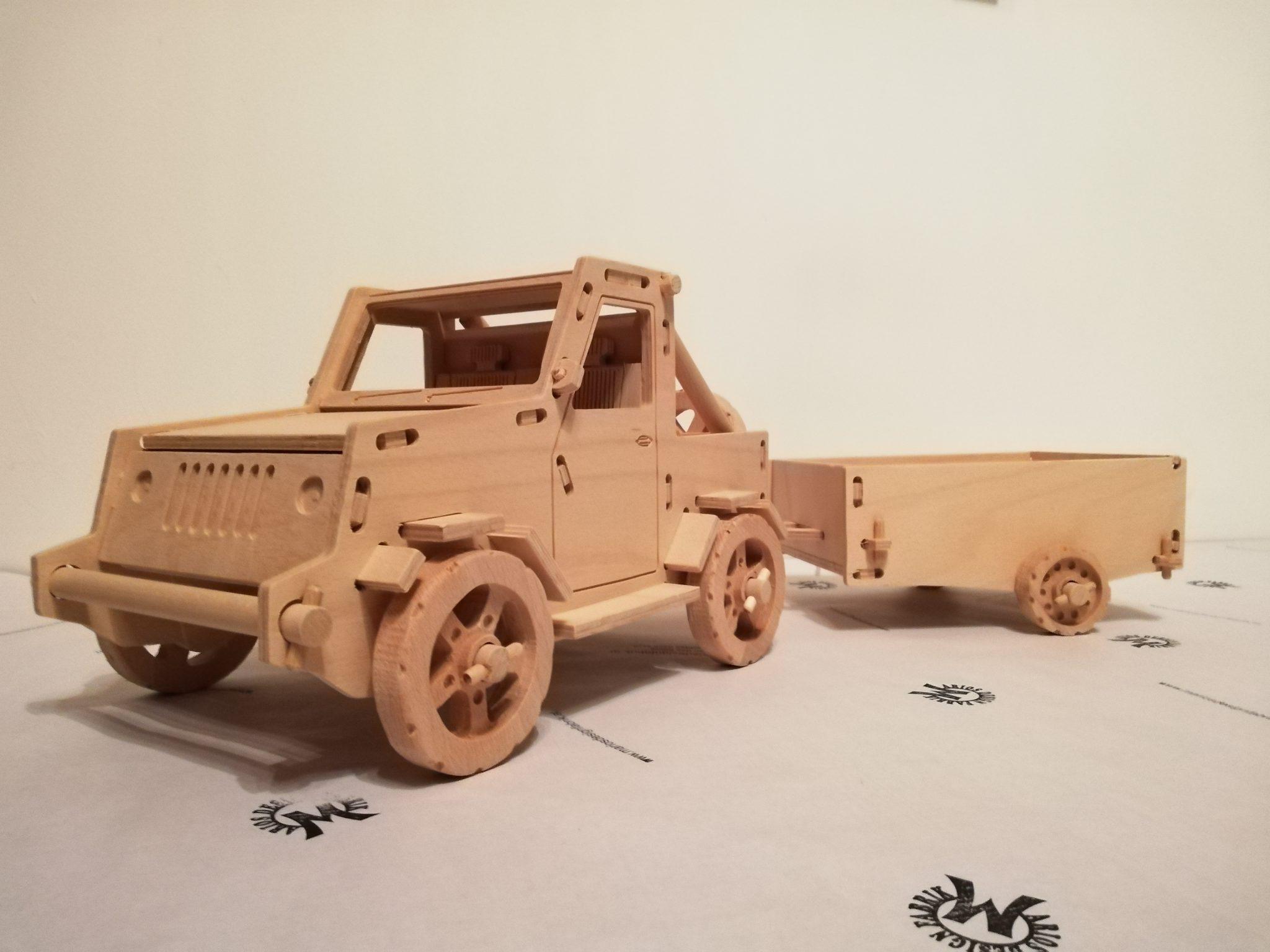 Fahrzeug Spielzeug aus Holz Design Jeep Wrangler Set mit Anhänger